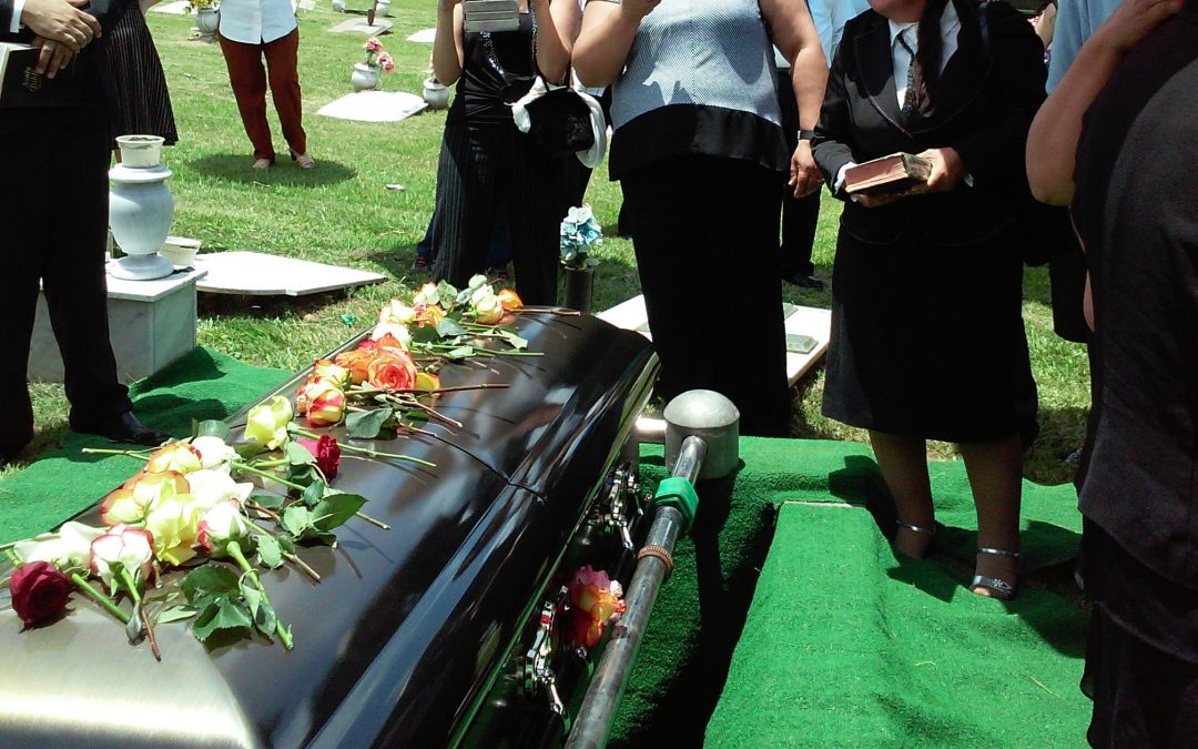 What is the Difference between a Funeral and a Memorial